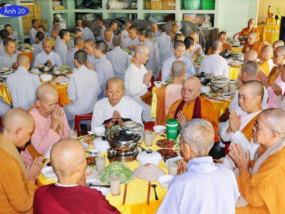 Bữa Cơm Trưa Dưỡng Sinh Phục Vụ Đại Chúng – Ngày Thầy Giảng Pháp Cuối Tháng 25/10 Ất Mùi (06/12/2015)