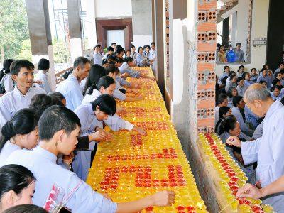 Hình Ảnh Lễ Phật Thành Đạo Ở Chùa Long Hương