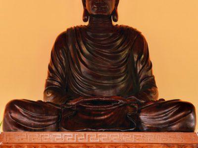 Hình Chụp Tượng Phật Bằng Cây Dâu Tằm